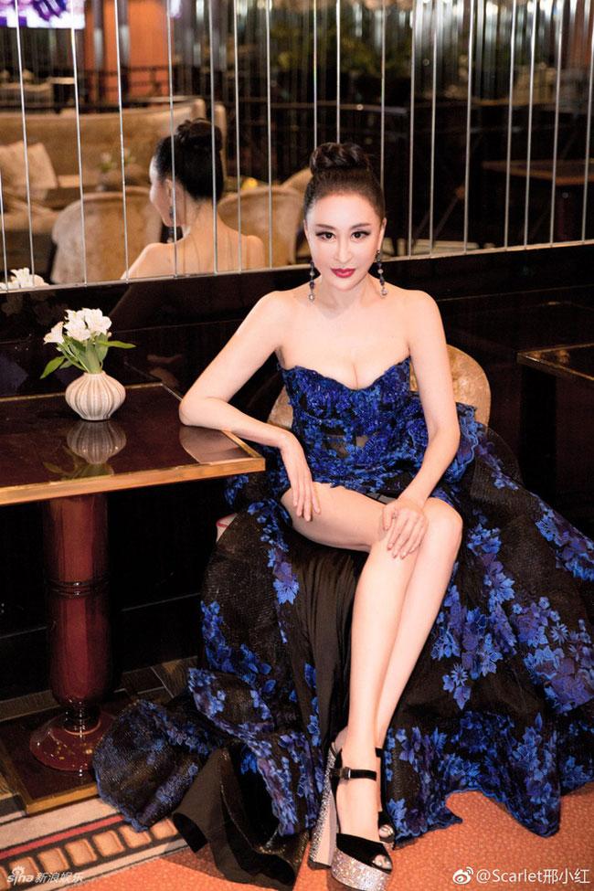 Tuy được giải về Hoa hậu Quý bà Trung Quốc nhưng Hình Tiểu Hồng là một cái tên rất xa lạ với khán giả.