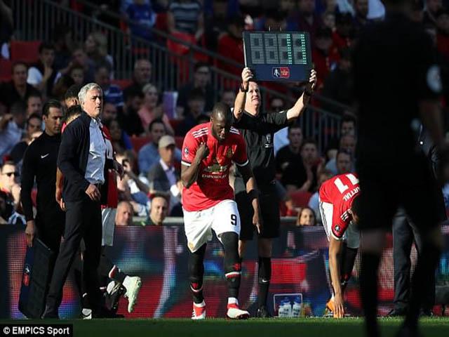 """MU thua đại chiến: Từ FA Cup đến C1, Mourinho đau đầu tìm """"đại ca"""""""
