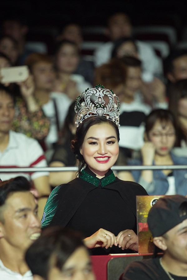 Trần Huyền Nhung lộng lẫy trong đêm chung kết cuộc thi sắc đẹp tại Nhật Bản - 1
