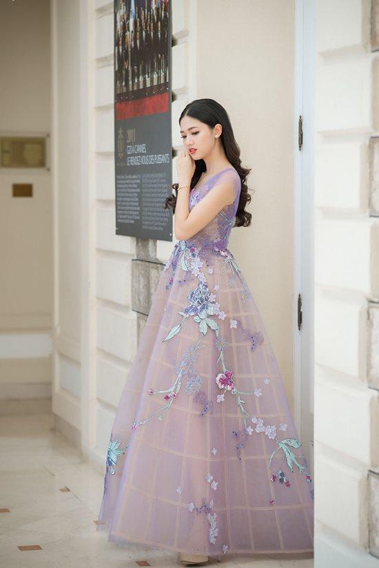 Lộng lẫy với váy xuyên thấu, 2 hoa, á hậu đài VTV đẹp nhất tuần - 1