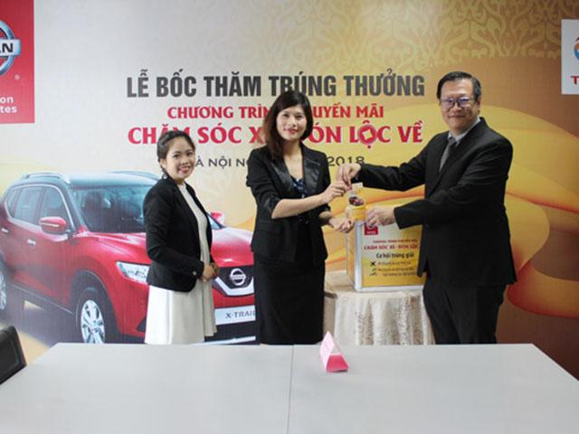 """Nissan Việt Nam chúc mừng các khách hàng may mắn trúng giải trong chương trình khuyến mại dịch vụ """"Chăm sóc xe, đón lộc về"""""""