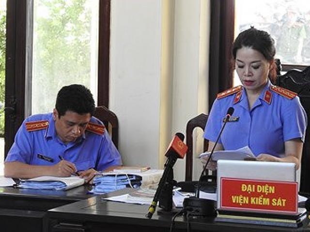 Xét xử Hoàng Công Lương: Nữ kiểm sát viên xinh đẹp xin lỗi luật sư và bị cáo