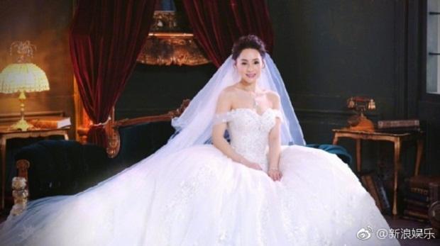 10 năm sau scandal ảnh sex, Chung Hân Đồng làm đám cưới ở khách sạn cổ kính - 1
