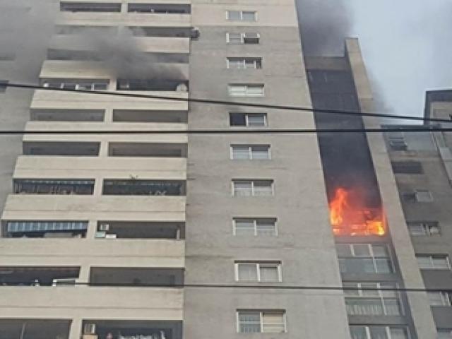 Cháy chung cư 23 tầng ở Hà Nội, hàng trăm người hoảng loạn tháo chạy