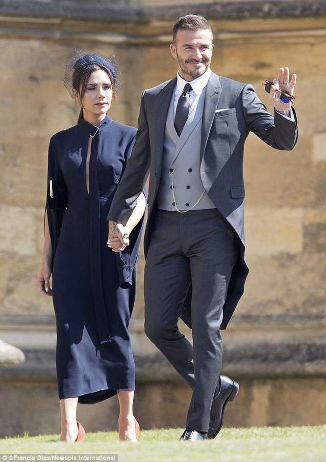 """Bà Beck """"khó ở"""" suốt đám cưới hoàng gia vì chồng """"chăm"""" gái lạ? - 1"""