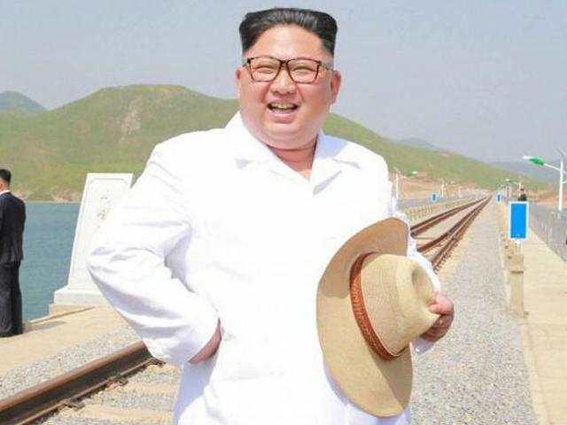 Kim Jong-un xuất hiện tươi cười sau khi Trump dọa hủy thượng đỉnh