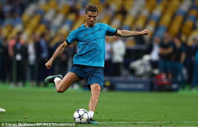 Chung kết Cúp C1: Ronaldo khiến nhà báo đổ máu, hành động cực đẹp - 1