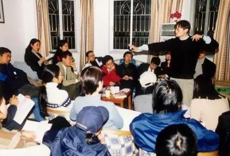 Chân dung người đàn ông đứng sau thành công của Jack Ma - 1