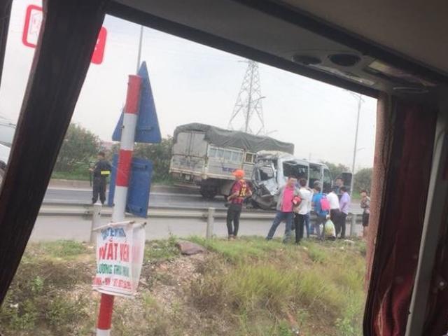 Xe tải đâm vào đuôi xe khách: 2 người chết, 6 người bị thương