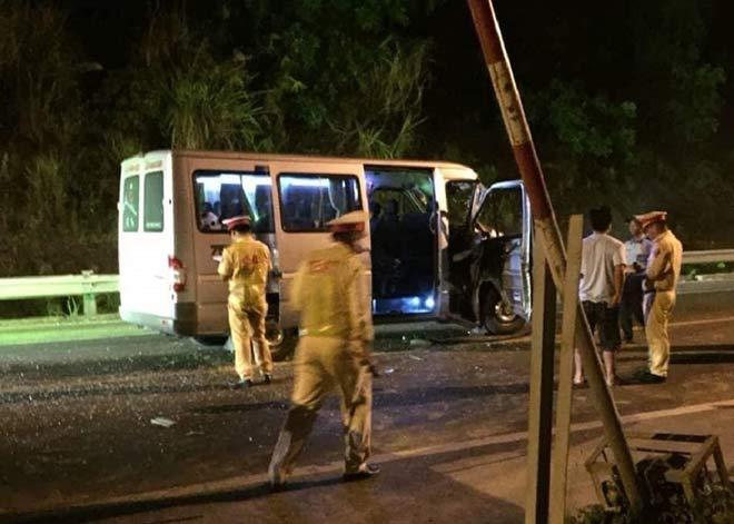 2 ô tô tông nhau ở đèo Hải Vân, 4 người nhập viện - 1