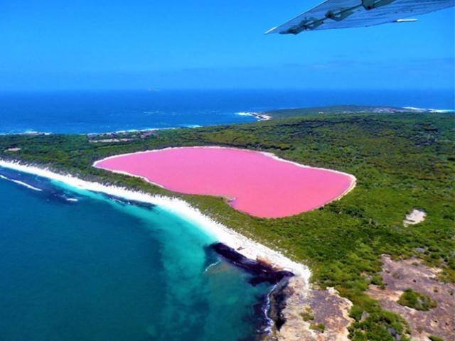 Bí ẩn hồ nước màu hồng đầy ảo diệu