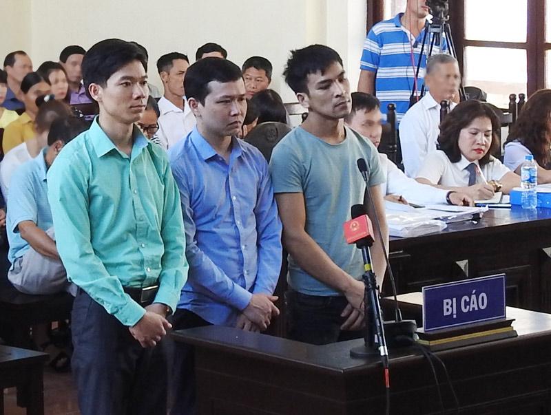 Xét xử bác sĩ Lương: Bị cáo bất ngờ gặp vấn đề sức khỏe, tòa tạm nghỉ - 1