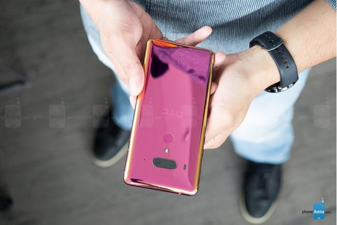 HTC lại thanh minh về lý do U12+ không có khả năng sạc không dây - 1