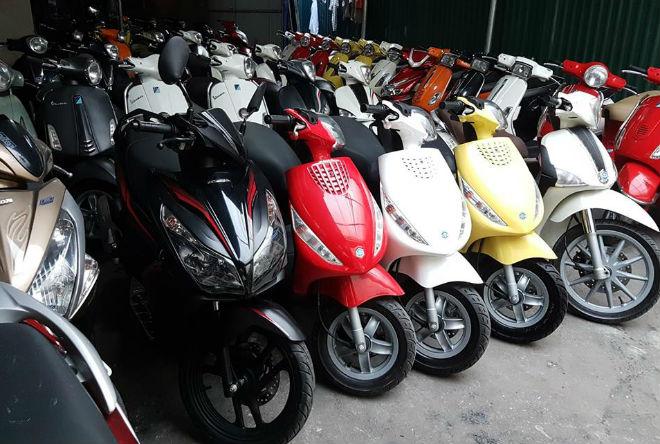 Giá xe máy chênh cao, dân buôn lãi 6.000 tỷ đồng từ khách mua - 1