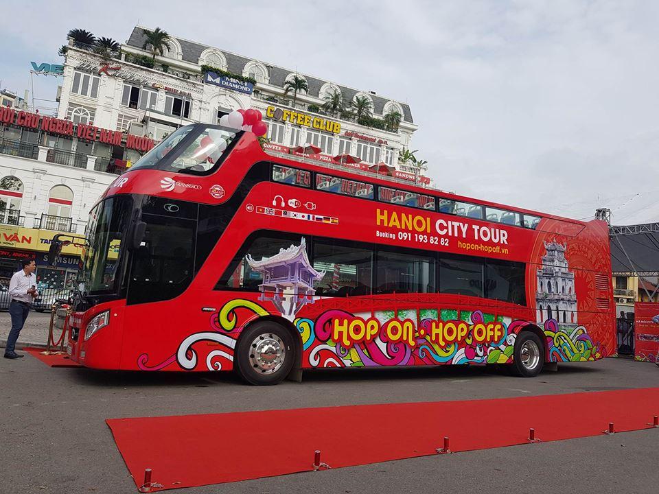 Tuyến buýt hai tầng mui trần chính thức lăn bánh trên phố Hà Nội - 1