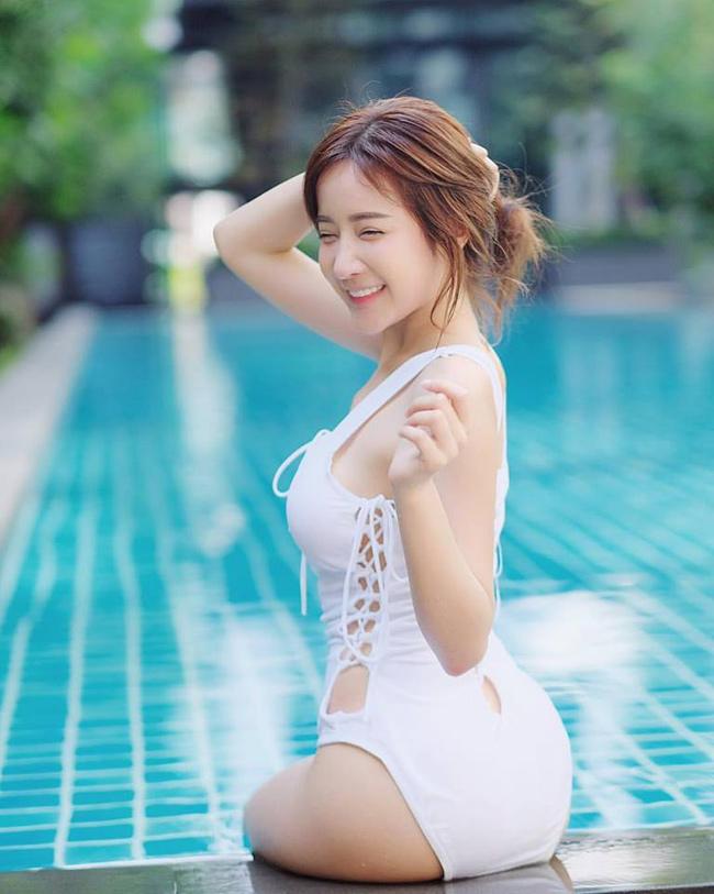 Cô là con lai giữa 4 dòng máu Trung, Hàn, Nhật và Thái.