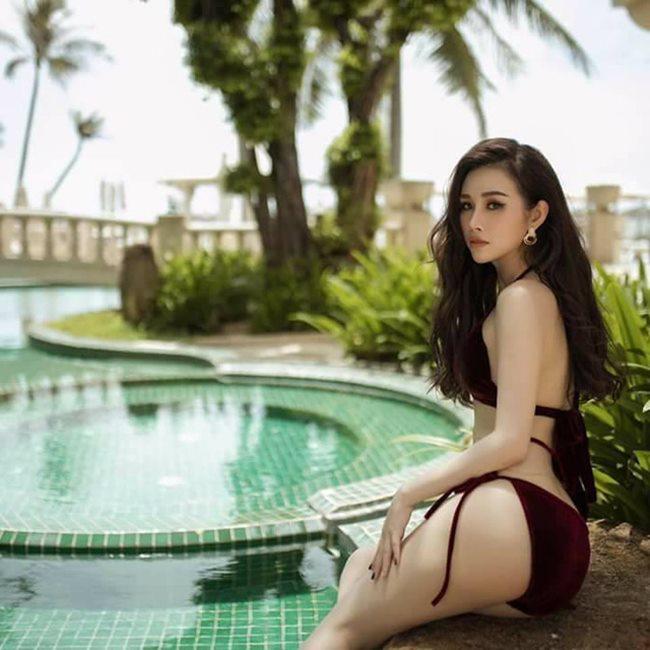 Thanh Trang cứ diện áo tắm là đẹp mê mẩn, phô trọn vẻ đẹp hình thể mà mỹ nhân Việt hiếm người có được.