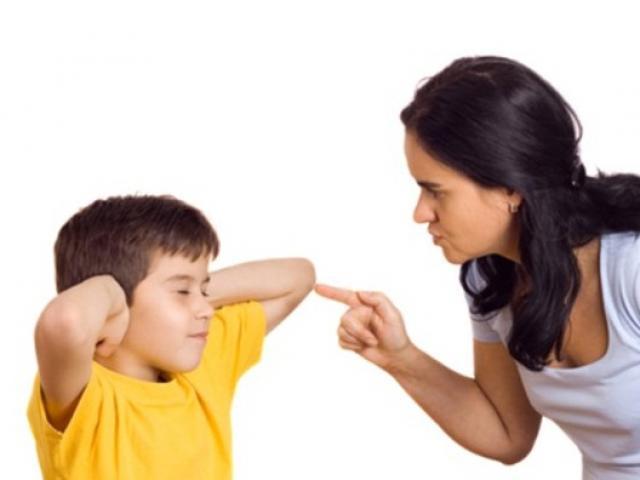 Có những hành động  này, cha mẹ đã quá nghiêm khắc khiến con bị tổn thương