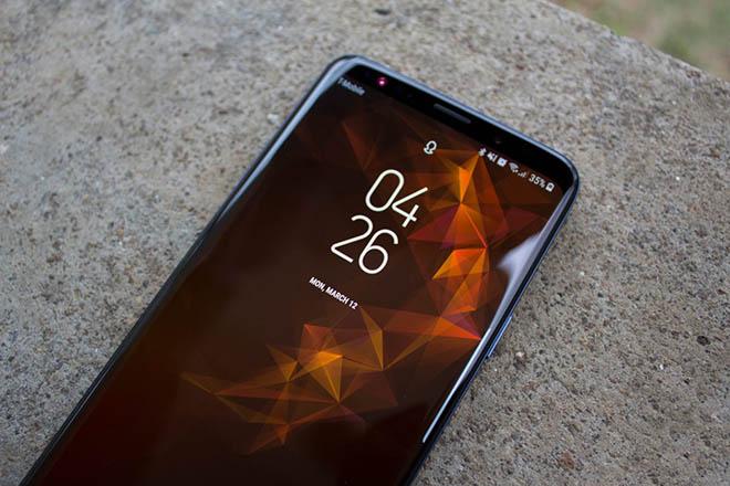Học theo Huawei P20 Pro, Galaxy S10 cũng có 3 camera ở mặt sau? - 1
