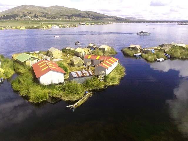 Bộ lạc ra khơi tự tạo nên một quần đảo, sống biệt lập với thế giới bên ngoài