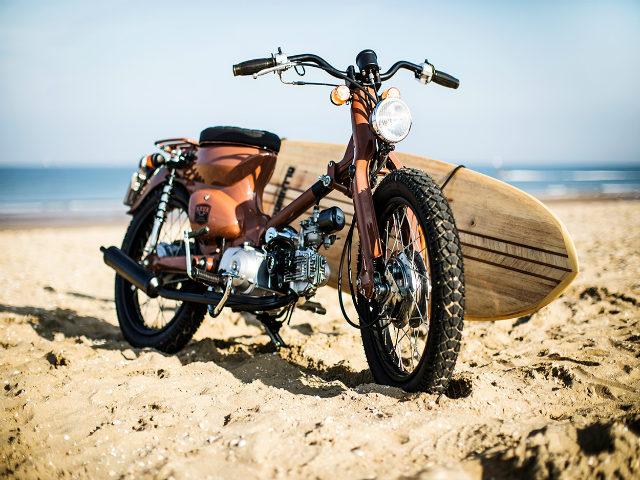 Huyền thoại Honda Super Cub hóa xế đi biển cực chất