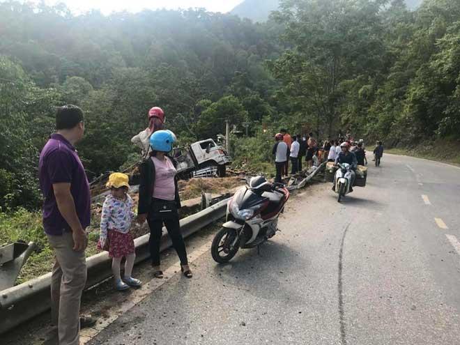 Điện Biên: Xe tải chở 15 tấn dưa gặp tai nạn thảm khốc tại đèo Tà Cơn - 1