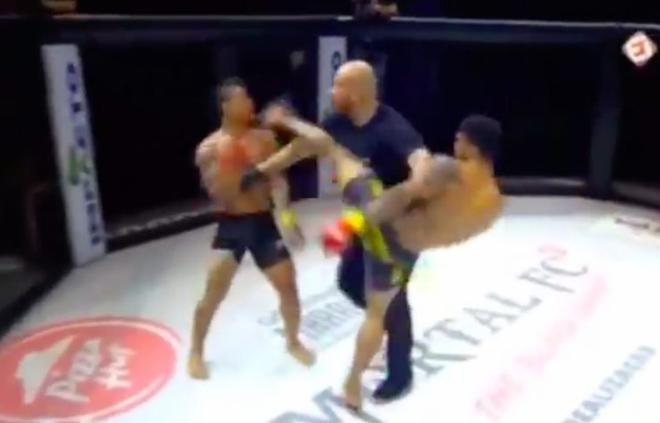 """Cãi lời trọng tài xử nhau theo """"luật rừng"""": 2 võ sỹ MMA nhận cái kết đắng - 1"""
