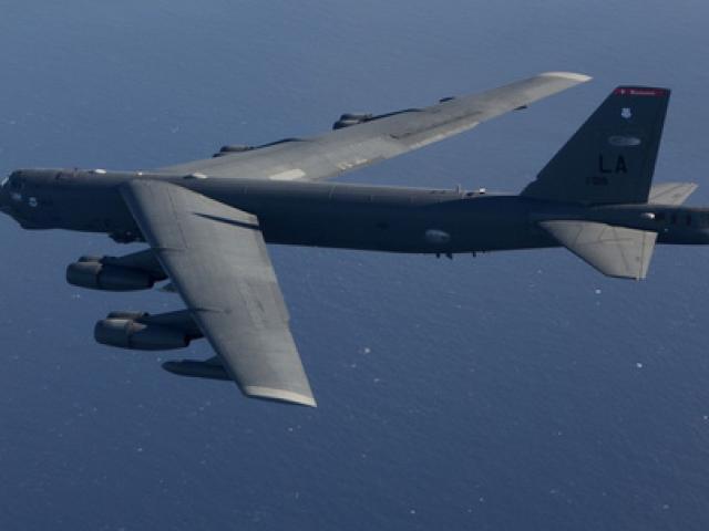 Mỹ điều máy bay ném bom B-52 đến gần Trường Sa