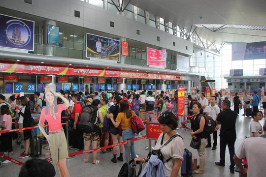 """Những đòn """"xả giận"""" vào nhân viên hàng không khi chuyến bay bị hoãn - 1"""