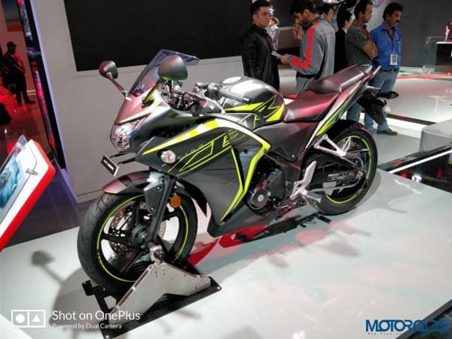 """Honda """"lặng lẽ"""" tăng giá bán 2018 Honda CBR 250R và CB Hornet 160R"""