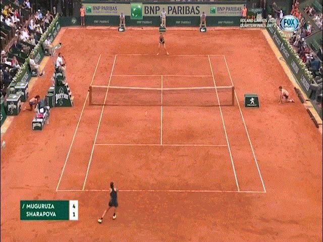 """Clip hot Roland Garros: Sharapova """"3 lần tắm trên 1 dòng sông"""", Muguruza bắt bài"""