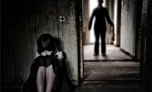 Bắt giữ khẩn cấp người cha nghi hiếp dâm con gái 10 tuổi - 1