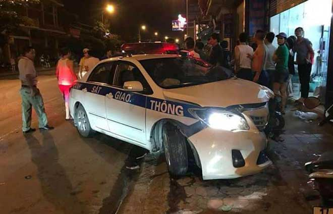 Va chạm với xe cảnh sát giao thông, một quân nhân tử vong - 1