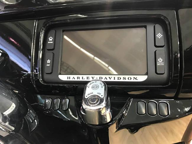 Cận cảnh màn hình màu 6-5-inch phục vụ nhu cầu giải trí ngay trên xe.