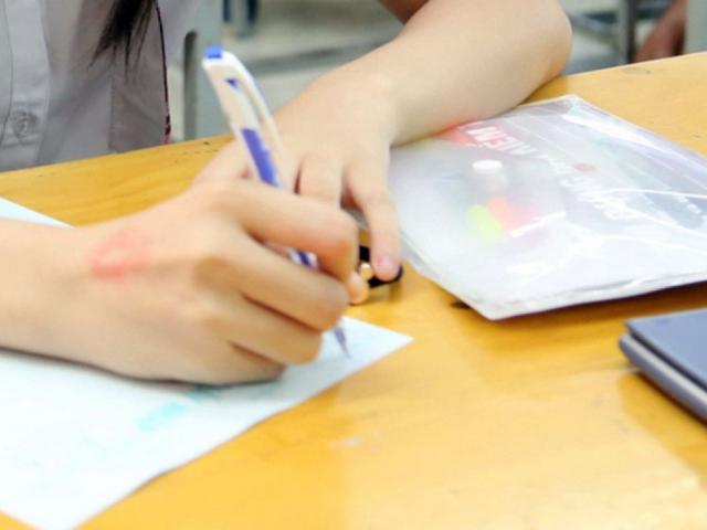 Thầy giáo làm lọt đề Ngữ Văn, Toán ở Hà Nội bị xử lý ra sao?