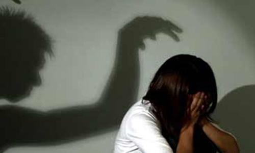 Bé gái 15 tuổi bị nam thanh niên khống chế, hiếp dâm tại dãy trọ - 1