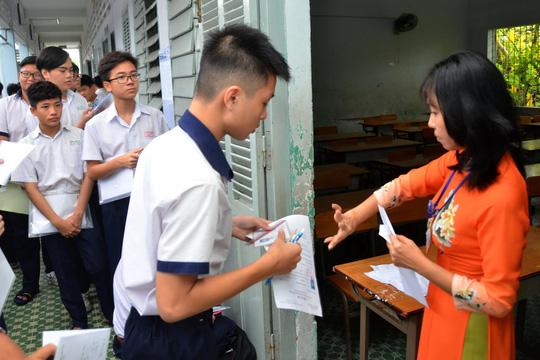 Chấm thi lớp 10 tại TP HCM: Điểm thấp bất ngờ - 1