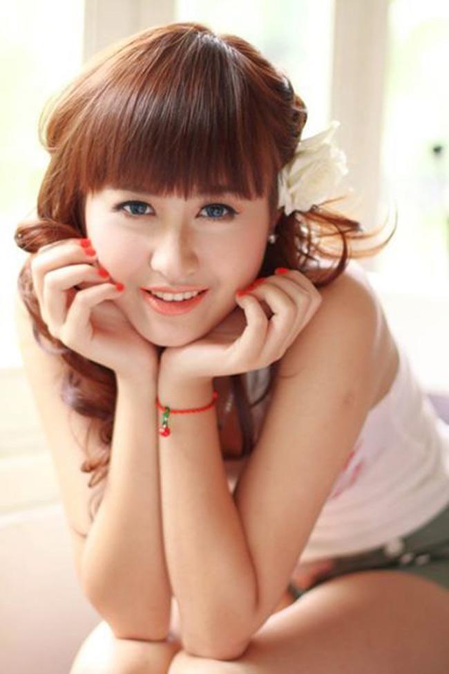 Hà Lade là một gương mặt hot girl rất nổi tiếng của Hà Nội từ sau cuộc thi Hot VTeen 2009. Tuy nhiên, cô nàng lại được coi là hot girl có gương mặt thay đổi nhiều nhất.