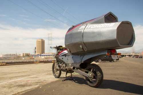 Lạ lùng ngôi nhà di động đầu tiên trên chiếc xe máy Adventure - 1
