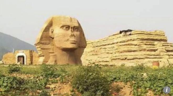 """Ai Cập """"giận tím mặt"""" vì tượng Nhân sư nhái như thật tái xuất ở TQ - 1"""