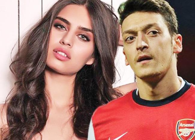 1.Amine Gulse là bạn gái chân dài của tiền vệ Mesut Ozil.
