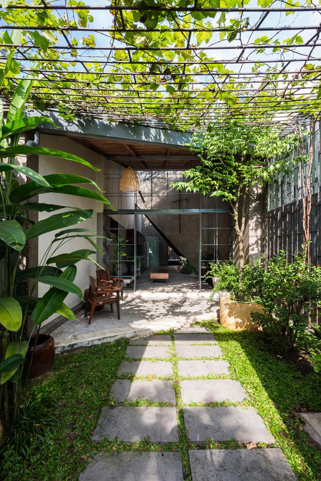 Căn nhà được xây dựng theo kiểu nhà cấp 4 truyền thống, tuy nhiên có nhiều cải tiến đáng học hỏi.