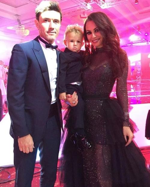 Vợ hoa hậu của tuyển thủ Nga: Đẹp tuyệt trần mà bị chê ngớ ngẩn - 1