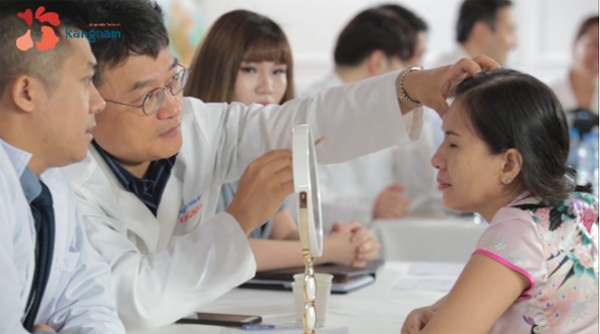Bác sĩ Kangnam nỗ lực để mở lối ước mơ cho thí sinh Hành trình lột xác 2018 - 1