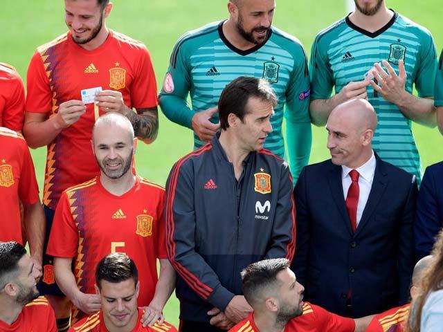 """Tây Ban Nha """"trảm"""" HLV Lopetegui cực sốc: Phòng thay đồ loạn, khó vô địch World Cup"""