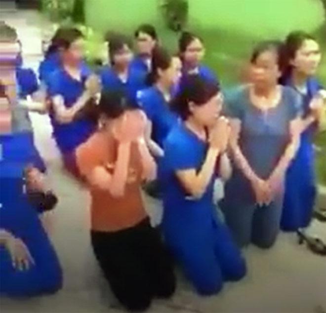 Vụ nhiều cô giáo quỳ, lạy trước đầu ô tô: Thông tin bất ngờ từ Chủ tịch thị trấn - 1