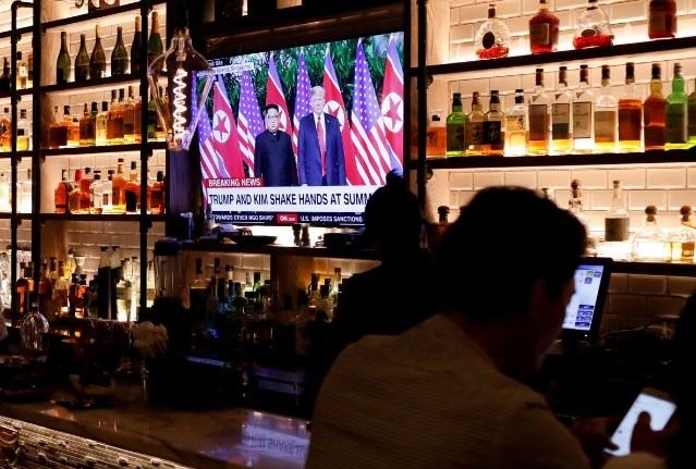 Người Mỹ nghĩ gì về cách ông Trump xử sự với Kim Jong-un? - 1