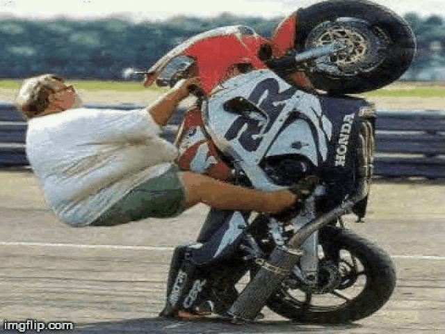 """Cười """"rụng rốn"""" trước những khoảnh khắc hài với xe máy"""