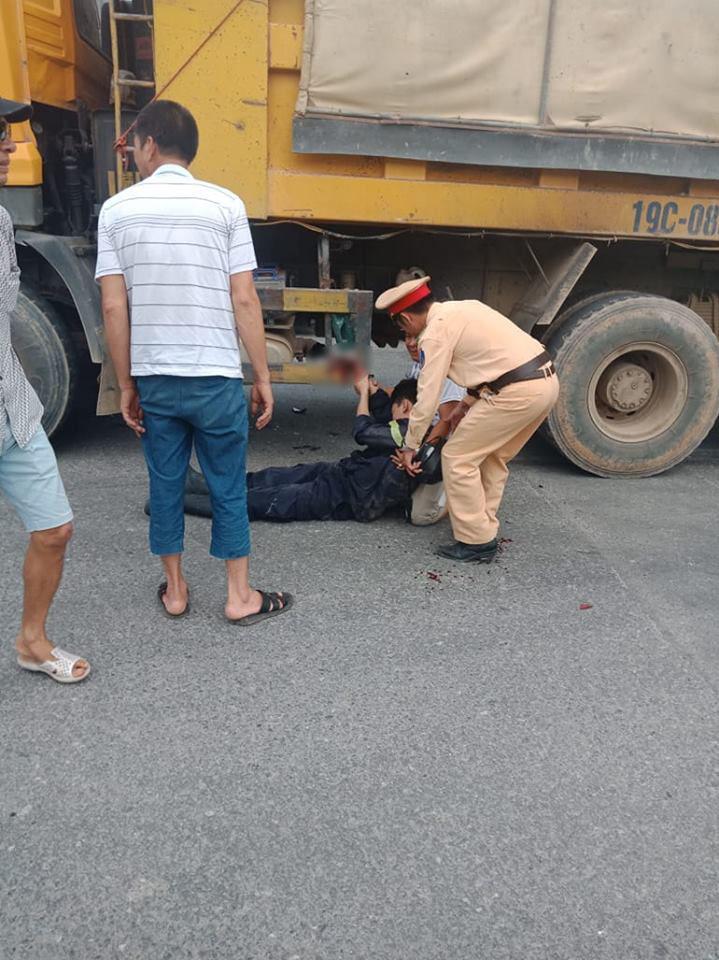 Sau chữa cháy, chiến sĩ PCCC bị tai nạn giao thông dập nát bàn tay - 1