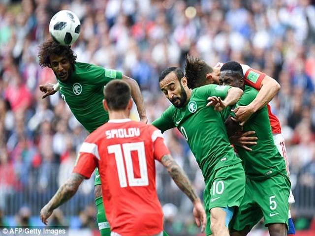 Nga đấu Saudi Arabia: Trọng tài mắc 2 sai lầm, chủ nhà thoát penalty?
